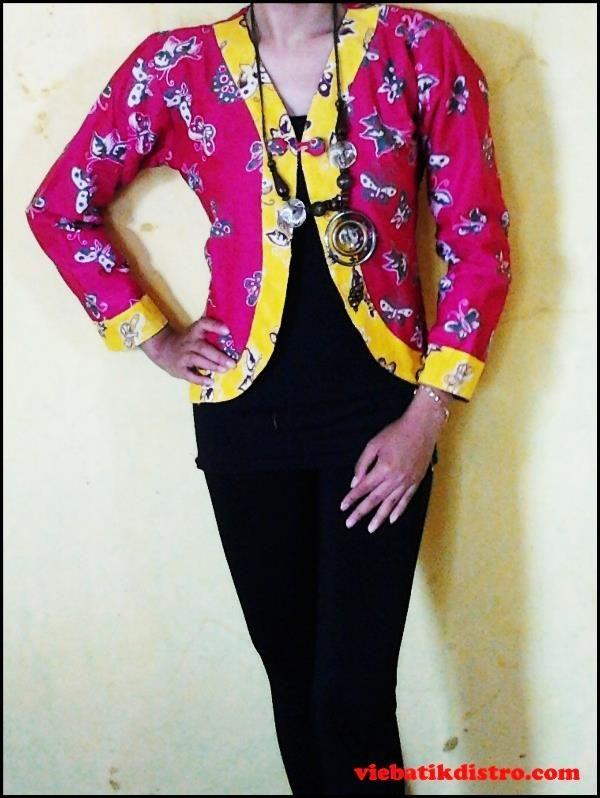 baju batik kerja wanita model blazer pink sadara  harga: Rp. 85.000,- kode barang: SADARA  lingkar dada: 79 cm lingkar lengan: 27 cm panjang lengan: 48 cm panjang baju: 49 cm  BBM: 297d744f hp ;085642578411 YM: heru0387 info: http://viebatikdistro.com/baju-batik-kerja-wanita-model-blazer-pink-sadara/   #bajubatikkerjawanita, #batikdistro, #blazerbatik