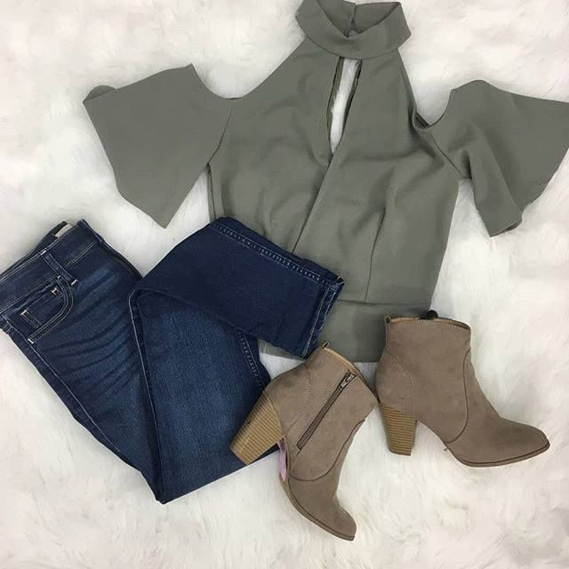 Spring is just around the corner! Loving this spring-ready outfit at our Harwood Heights location! Ready to pick up! 708-867-2800 | Top: Gracie M $4 | | Jeans: American Eagle 3/4 $15 | | Booties: Mossimo 7.5 $10 | http://ift.tt/2BRMn0o - facebook.com/rlwonderland