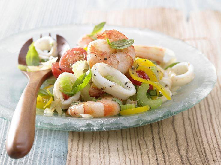 Mögt Ihr Meeresfrüchte? Meeresfrüchtesalat - mit Tomaten und Oliven - smarter - Kalorien: 423 Kcal - Zeit: 30 Min.   eatsmarter.de