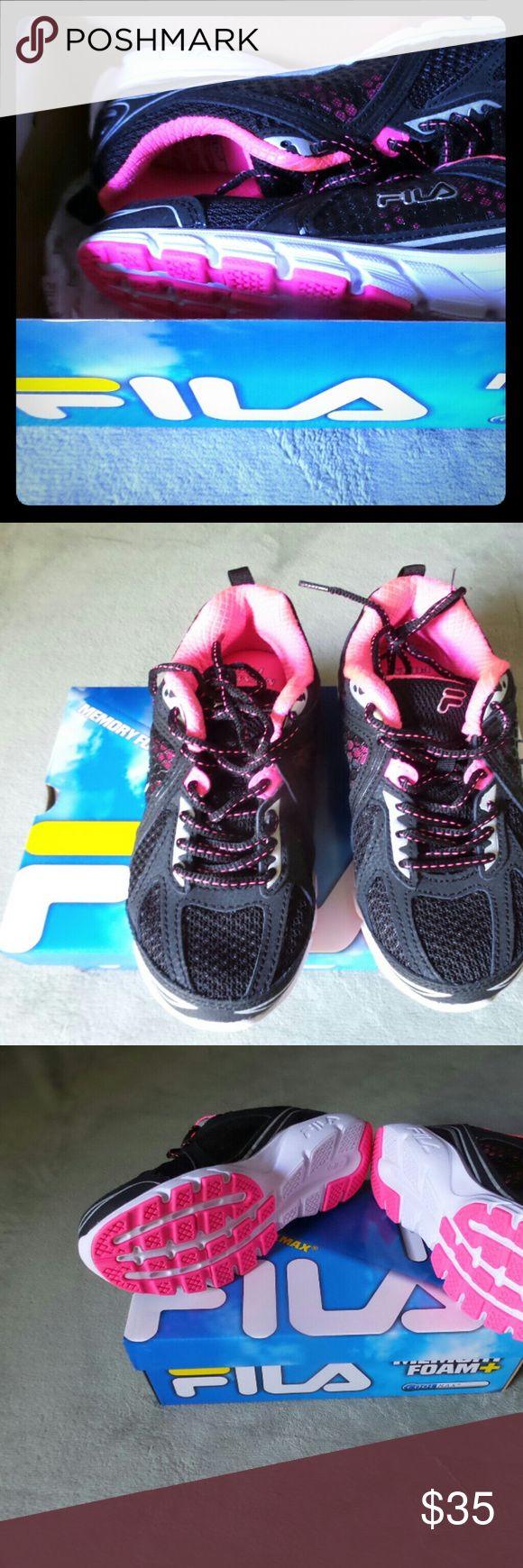 New sneakers Fila ,61/2 women new .memory foam + sneakers Fila Shoes Athletic Shoes