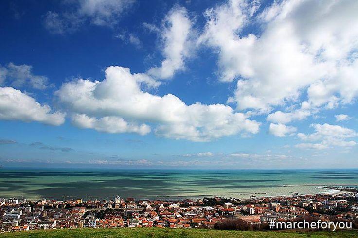 """Porto San Giorgio - Fermo  """"In questi posti davanti al mare, con questi cieli sopra..."""" by @giacomo_cle Buona giornata a tutti!"""