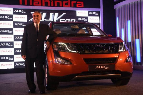 Mahindra Drives in the New Age XUV500  http://mediaconvey.com/?p=11090 #NewAgeXUV500 #MahindraXUV500 #carselfie