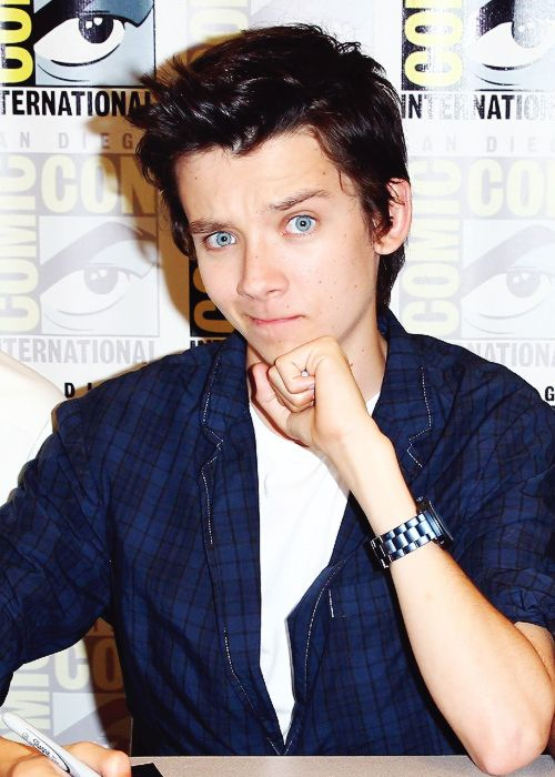 Asa Butterfield Comic-Con .He by far of every actor I've ever seen does the best silly faces lolol