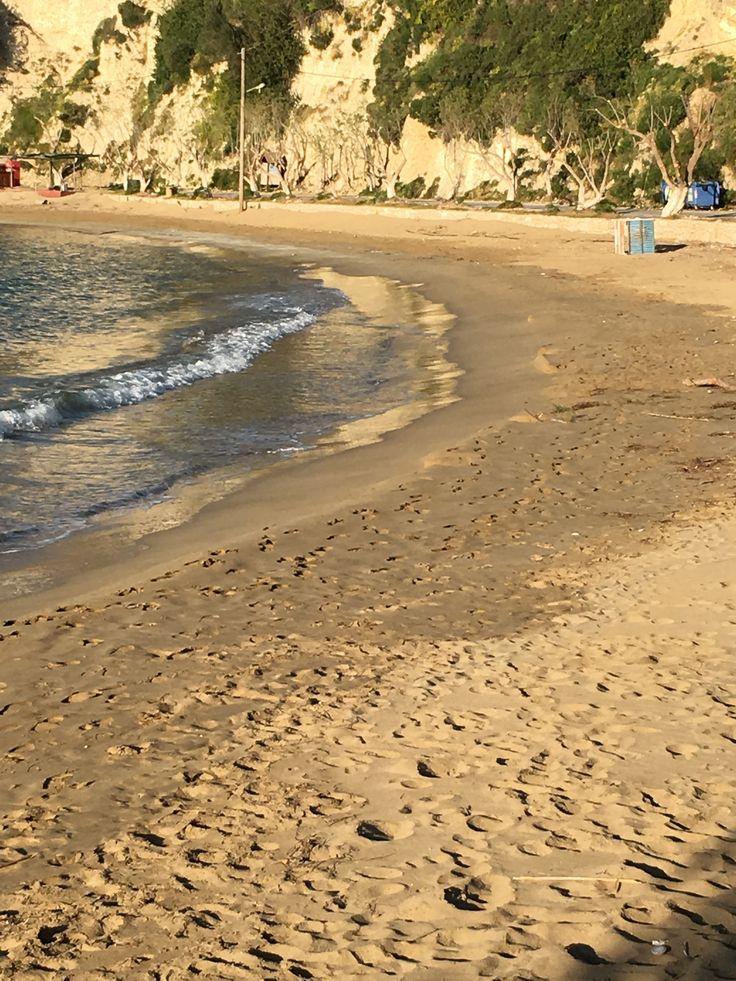 Plage de sable fin d'Almyrida, la mer est cristalline et en pente douce.Les appartements ALMYRIDA SANDS sont à 5 minutes à pièds. (almyrida.sands@gmail.com)