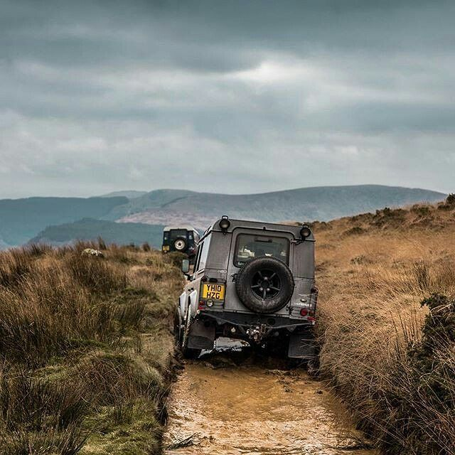 Some spectacular green laning in #betwsycoed #snowdonia By @paulhphoto #landrover #defender110csw #landroverdefender #landroverphotoalbum