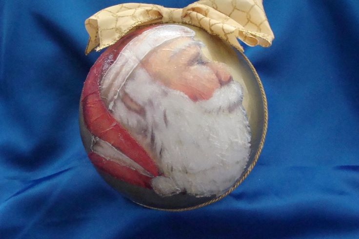 Palla di Natale in Plexiglass decorata con la tecnica del decoupage