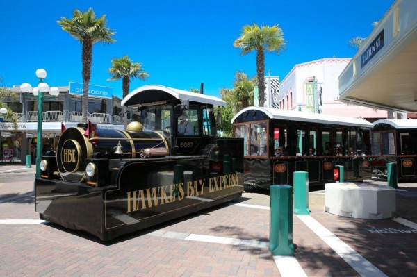 HB Express on tour in Art Deco captial, Napier ... HBExpress.co.nz