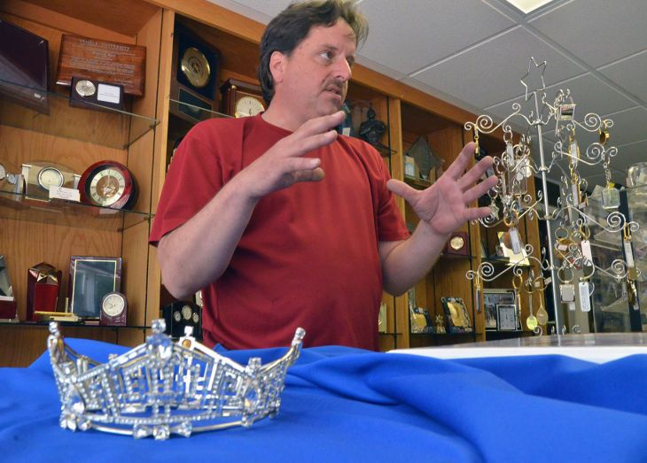Trophy shop has long history working on crown for Miss America ~~ Includes a history of the crown