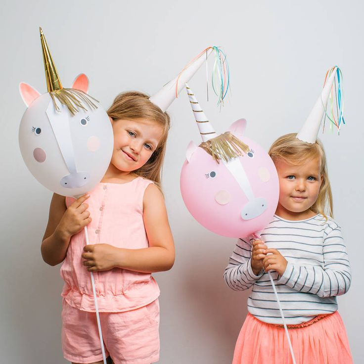 unicorn balloon kitAdd a sprinkle of magic to your party with this amazing balloon kit. Create your own unicorn balloons with a choice of colors, balloon sticks, crepe paper fringes and horns. Every kid will love this activity. Pack contains 8 balloons, 4 balloon sticks, 4 crepe paper fringes, 4 self assemble paper cone horns, 1 sheet of stickers.latexPack size: 6 x 16 x 2 inches.