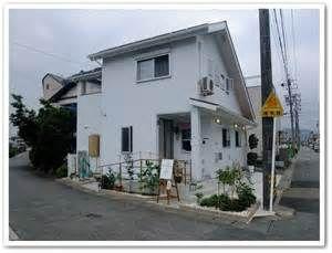 岐阜県岐阜市にある小さなコロッケ屋、「アリオカ」。 ここのコロッケは「国産」のじゃがいも、牛肉、こめ油を使用し、1つ1つ手作りで作っています。