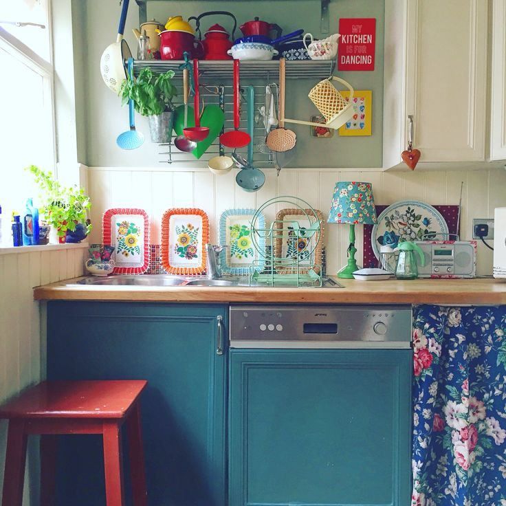 My colourful kitchen ... Via Lisa Loves Vintage