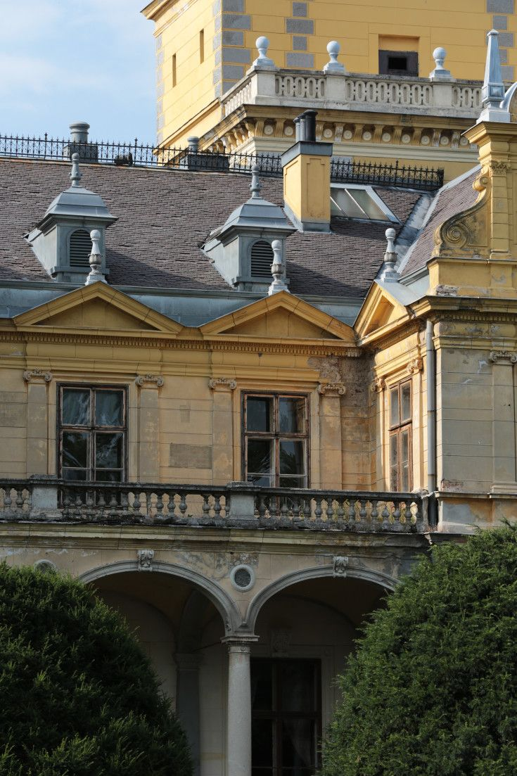 Film and Photo Shoot Locations in Hungary: Szabadkigyos, Facade %26 Balcony (Detail)