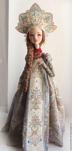 Купить или заказать Василиса в интернет-магазине на Ярмарке Мастеров. Василиса 55 см статичная кукла. Двигаются только руки на проволочном каркасе. Волосы шерсть. Кокошник и часть сарафана - ручная роспись.