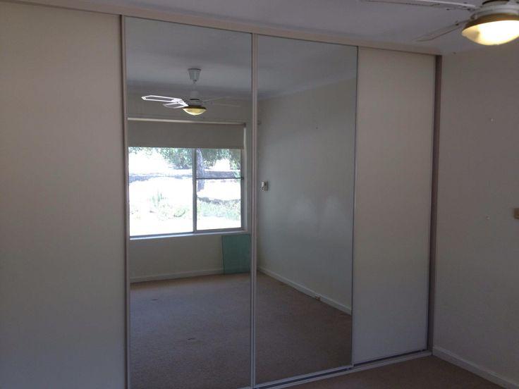 4 bank wardrobe with mirror doors