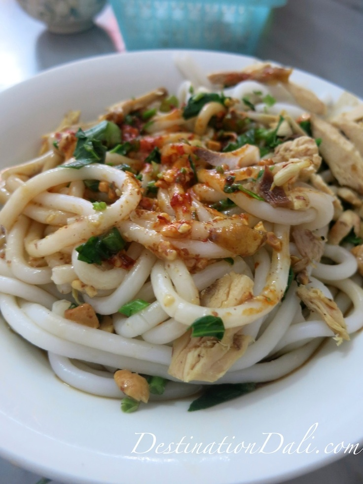 Cool rice noodles with chicken, a #Dali delicacy.