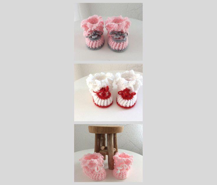 Blij om mijn nieuwste toevoeging aan mijn #etsy shop te kunnen delen: Kledingcadeau baby, babyschoentjes,cadeau pasgeboren, babyslofjes, kraamcadeau,pasgeboren booties,pantoffeltjes gehaakt met koordje #kleding #schoenen #kinderen #babyfeestje #babyslofjes #babypantoffeltjes #babylaarsjes