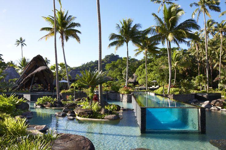 Laucala Island http://www.vogue.fr/voyages/hot-spots/diaporama/les-plus-belles-piscines-de-l-ete/19401/image/1027586