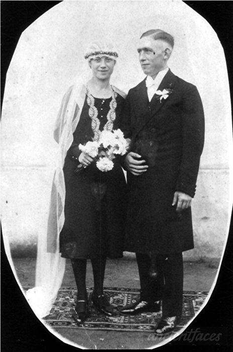Emil & Frieda Thiemann Taken at zu Hause, Oberhausen, Düsseldorf County, NRW Deutschland in 1930.