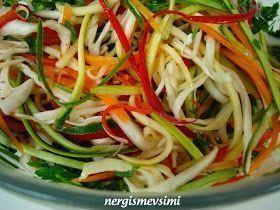 Jülyen sebze salatası tarifi Jülyen sebze salatası nasıl yapılır Renkli sebze salatası tarifi Rengarenk görünüşü ile sofralarınız...