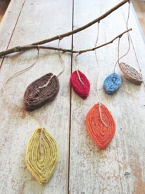 DIY fall mobile >> These would also make really cute ornaments!