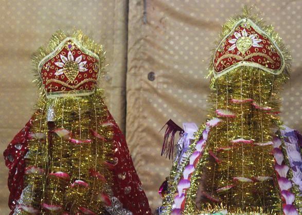 Marito e moglie in un matrimonio #indù a #Karachi, #Pakistan