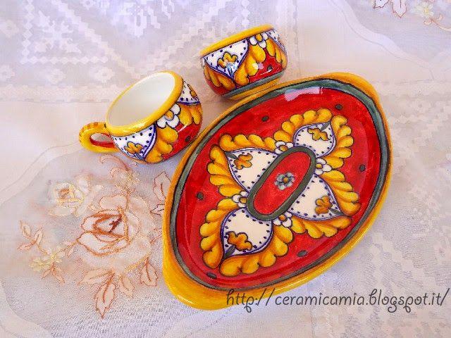 Tazzine con vassoio di #ceramica dipinta a mano #deruta #Italy http://ceramicamia.blogspot.it/p/tazze-tazzine.html
