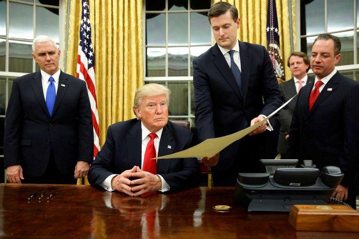 Donald Trump surpreendeu tudo e todos quando, a meio do protocolo do dia da tomada de posse, passou pela Sala Oval da Casa Branca, para assinar uma ordem executiva sobre o programa de saúde Obamacare.
