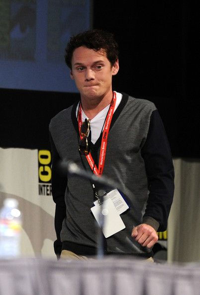 """Anton Yelchin at the Comic-Con 2011 with """"Fright Night"""" cast"""