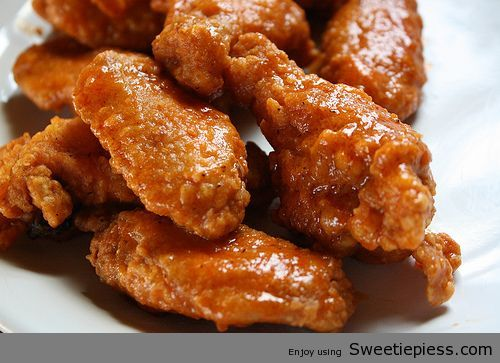 Ingredients:10 chicken wings (cut into sections)oil (for frying) ¼ cup butter¼ cup hot sauce 1 dash black pepper1 dash garlic powder½ cup flour ¼ teaspoon paprika¼ teaspoon cayenne pepper¼ teaspoon...