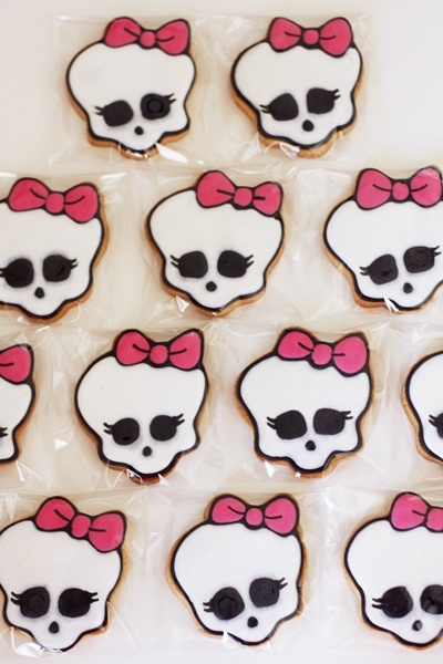 monster high cookies...Emily would love these!