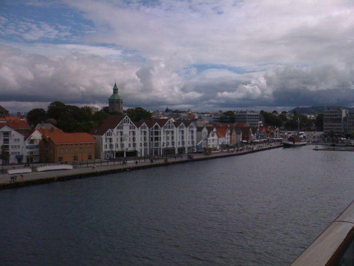 Stavanger havn i Stavanger, Rogaland Det finnes en gjestehavn utenfor vågen med bedre fasiliteter.