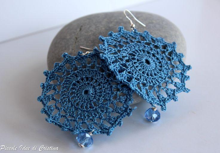 Orecchini ad uncinetto azzurri