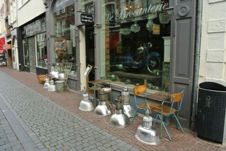 Franse school stoelen & Lampen