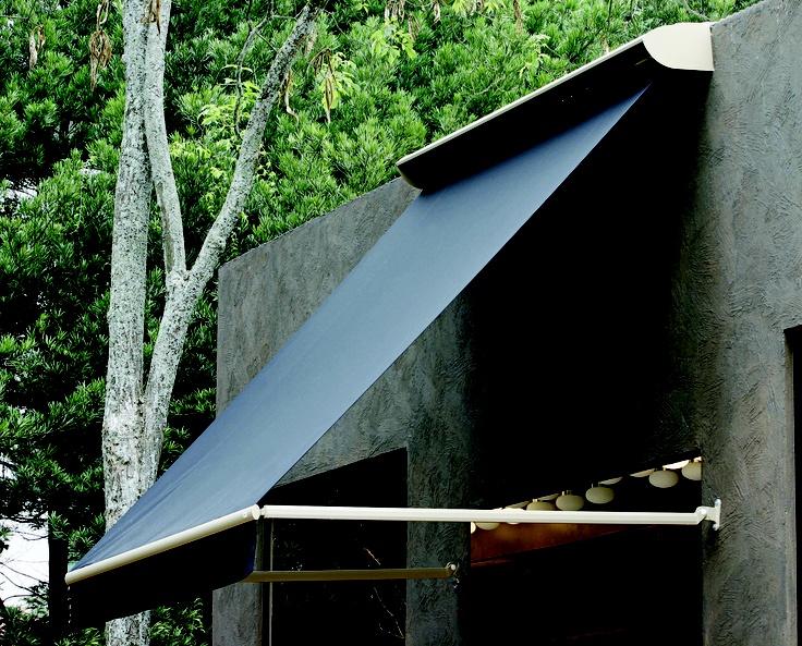 O Toldo de Braço Pivotante é versátil, combinando a praticidade do toldo Vertical e a mobilidade do toldo de Braço Articulado.