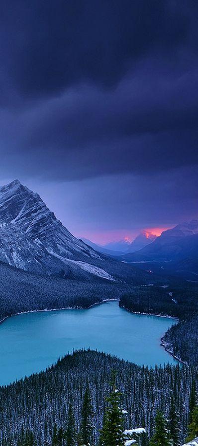 Peyto Lake in Banff National Park, Kanada. Den passenden Koffer für eure Reise…