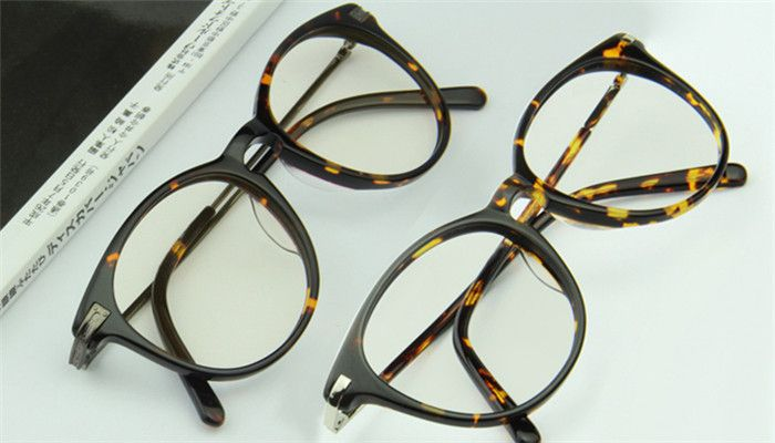 これであなたも眼球美人!お勧めのPCメガネ。ブルーライトカットメガネNo.1。男性用 女性用ブルーライトカットメガネ おしゃれアイテム。