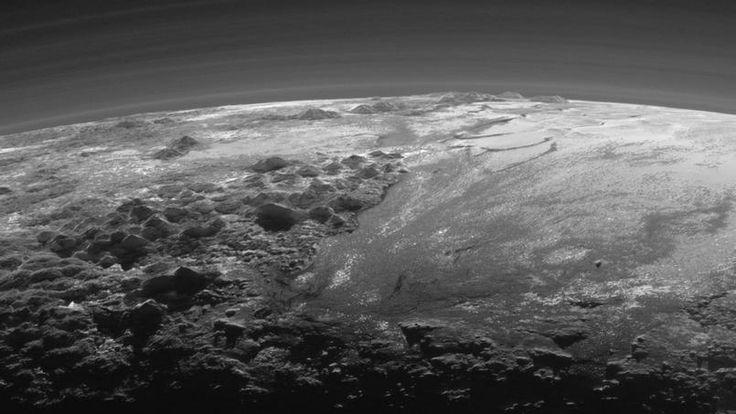 Les plus hautes montagnes sur Pluton dépassent 3500 mètres d'altitude.