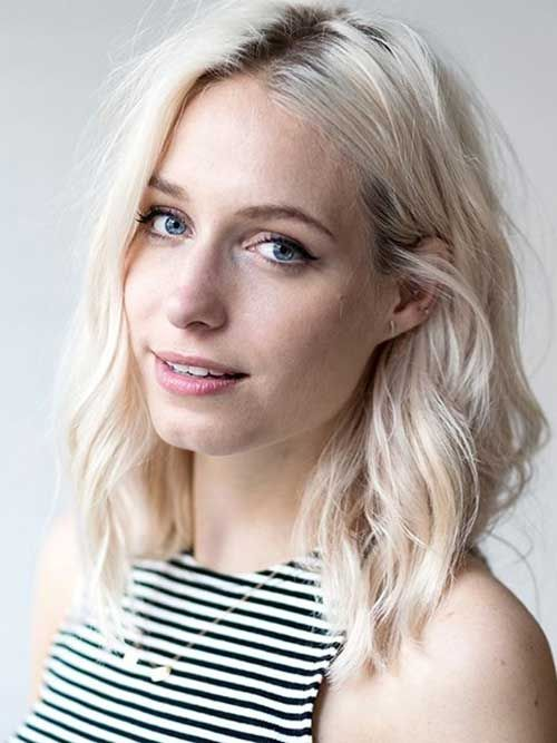 25 Latest Medium Hairstyles for Wavy Hair