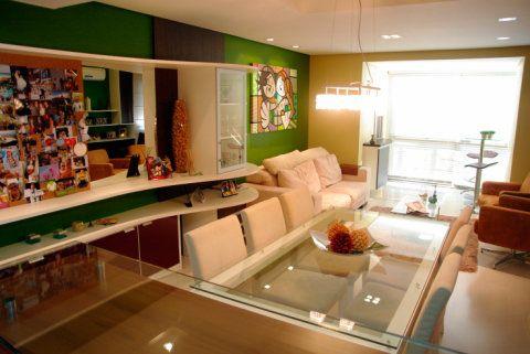Sala de estar de um apartamento de 80 m², em Porto Alegre. Projetado por Caio Rodrigues de Santi.