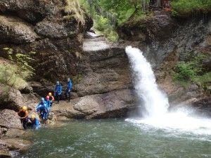 Der Gunzesried bei Oberstdorf ist ein traumhafter Einsteiger Canyon im Allgäu-Kleine Pools laden zum Springen ein,es gibt Rutschen und leichte Abseiler.