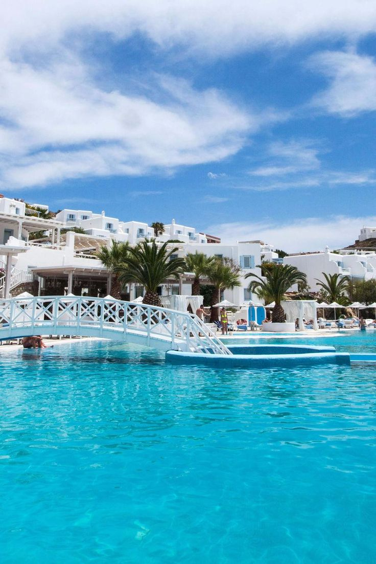 Perhaps the chicest of all the Greek islands, Mykonos seduces visitors with its clustered white villages, turquoise waters and fashionable nightlife. Saint John Mykonos Hotel (Mykonos, Greece) - Jetsetter