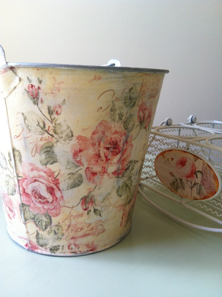 Bucket with napkin, decoupage technique