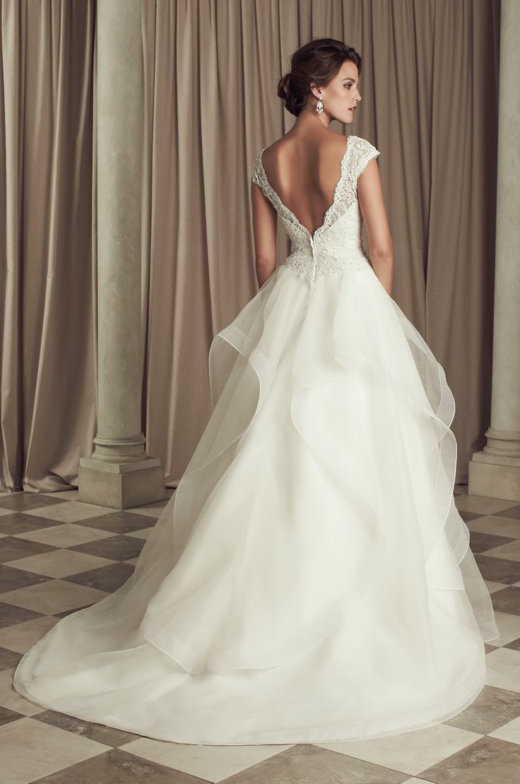 Love the simplicity and delicacy of this Paloma Blanca wedding dress #bride #wedding