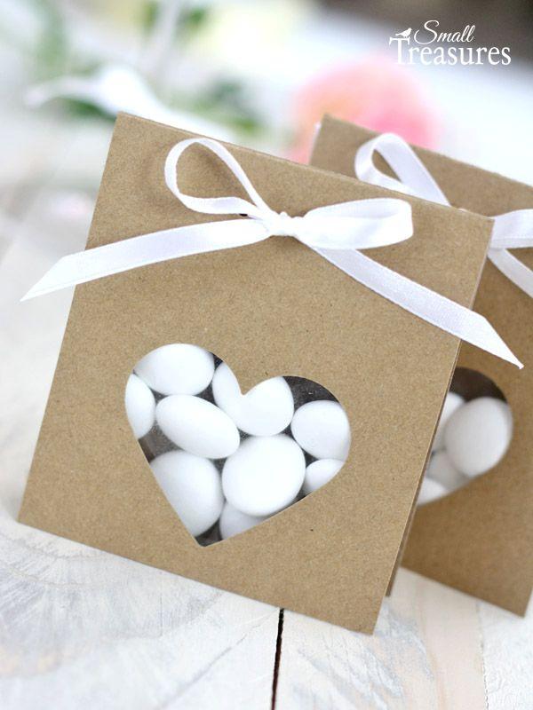 Heute habe ich eine Bastelidee für eine ganz einfache Verpackung für eure Gastgeschenke mitgebracht. Die Verpackung eignet sich z.B. für M...