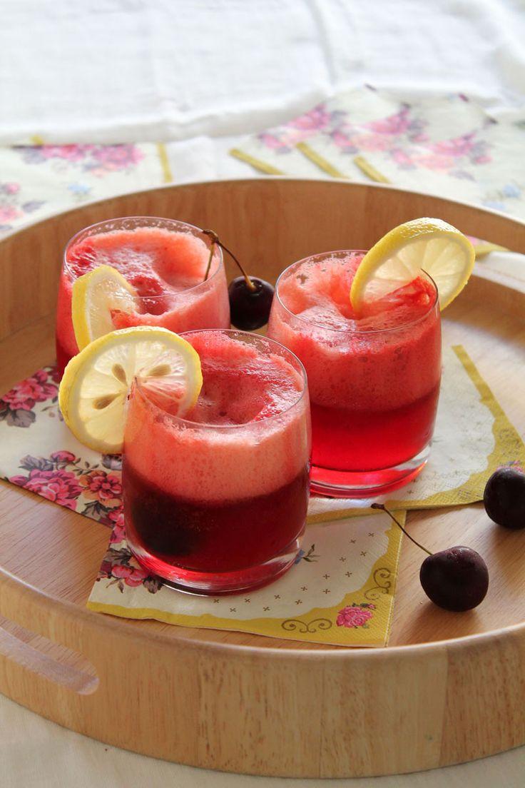 Τα κεράσια… Τραγανά, πλούσια σε γεύση, με υπέροχο βαθύ κόκκινο χρώμα, μας βάζουν αμέσως σε κλίμα καλοκαιριού. (Σημείωση προς τον εαυτό μου: πρέπει να πάρω