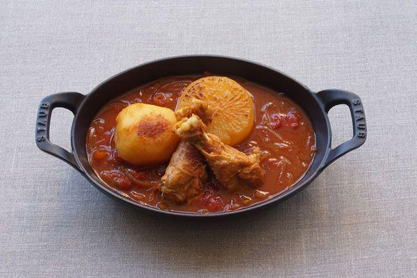 鶏手羽先と野菜のトマト煮込みスープ