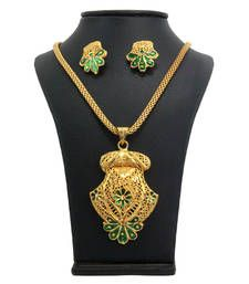Buy gold  pendants Pendant online