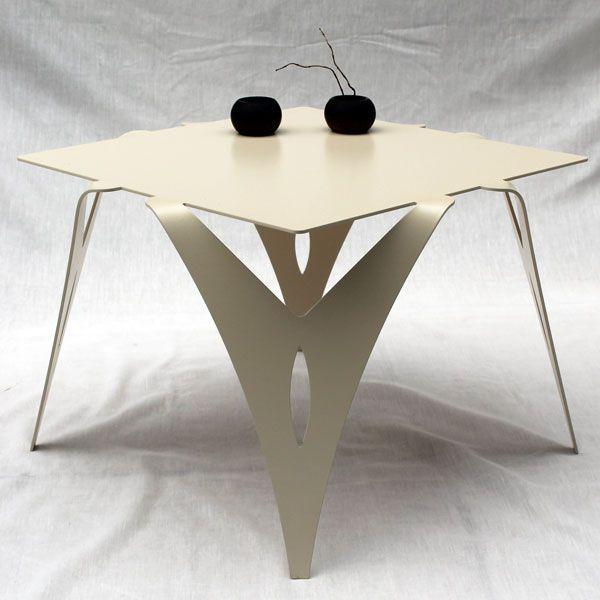 Bout de canapé design en métal.  Table de chevet en métal coloris blanc ou ivoire.