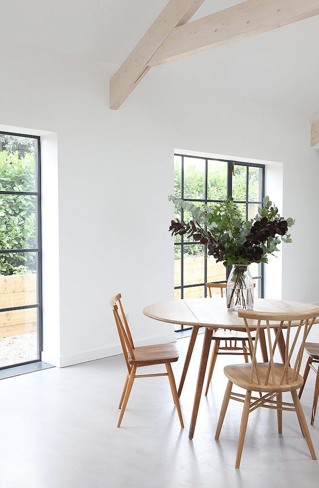 Just a big bunch of leafy fronds really brightens up this room.  Bring nature inside!