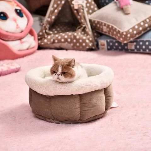 Offer an original and #comfortable #bed for your cat. Made of 100% cotton, the coating is super soft and super #warm for endless naps.   cat beds | cat beds diy | cat beds homemade | cat beds ideas | cat beds to make | Cat beds | Go Cat Beds | Cat Beds & Furnitures | Cat Beds and Stuff | Cat beds |